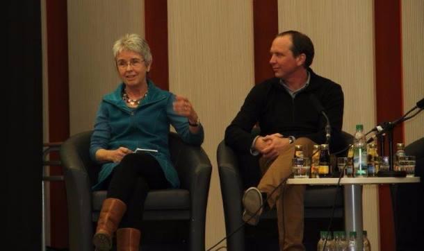 Willa Kurmann und Andreas Stüwe auf einer Podiumsdiskussion